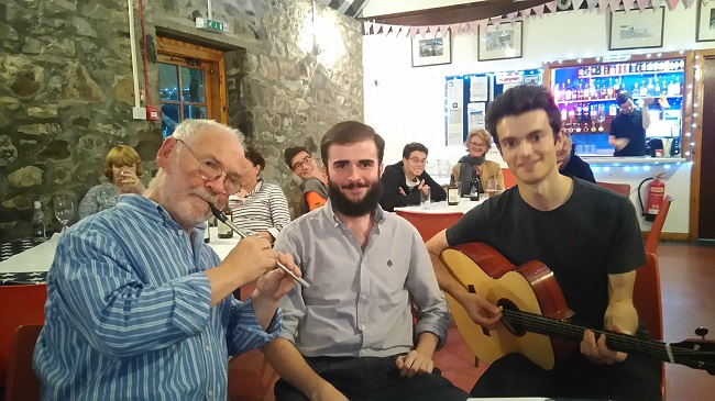 Deasun playing music with teachers Marcello and Coinnich in the college bar
