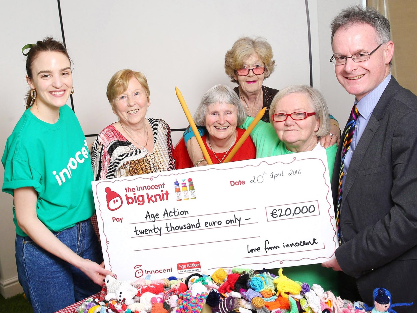 Star knitters Delo, Noirín, Ann and Winnie accept innocent Ireland's donation of €20,000 to Age Action as part of the annual Big Knit campaign.